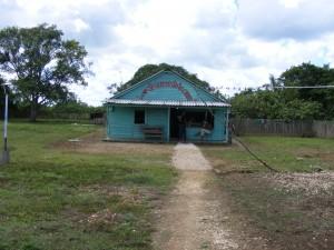 Het huiskerkje vanaf de weg